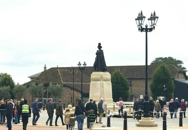 queen-mother-statue-poundbury