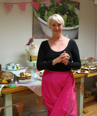 lesley-waters-at-the-cake-off